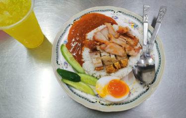 アーリーにあるムーデーンの名店「Thanee Khao Moo Daeng」はコスパ最強店!